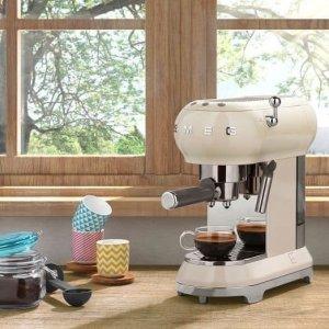 Máy pha cà phê Smeg màu kem ECF01CREU